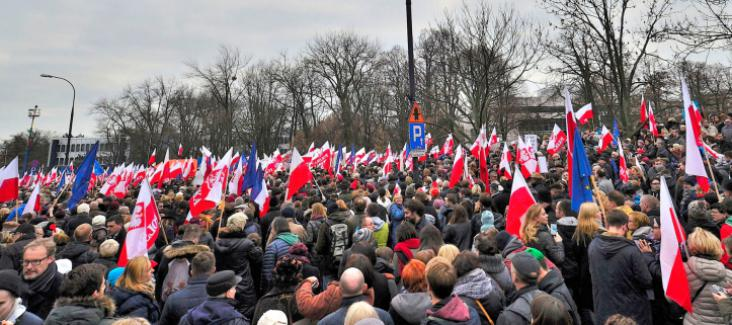 Demonstration against Poland's new government in December 2015, Source: Adrian Grycuk, Wikipedia