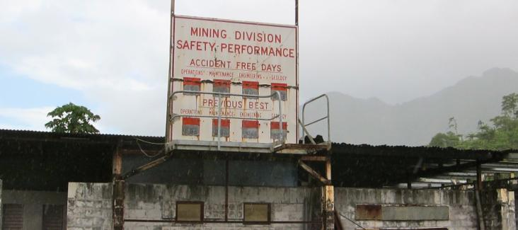 The ruins of the Panguna mine (Photo courtesy of Madlemurs (CC BY-NC-ND 2.0) https://creativecommons.org/licenses/by-nc-nd/2.0/)