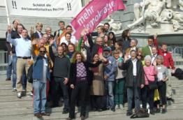 The participants of the Danube Democracy Rally in front of the Austrian parliament in  Vienna