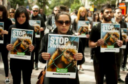 People protesting against animal research experiments [AnimaNaturalis_Flickr]
